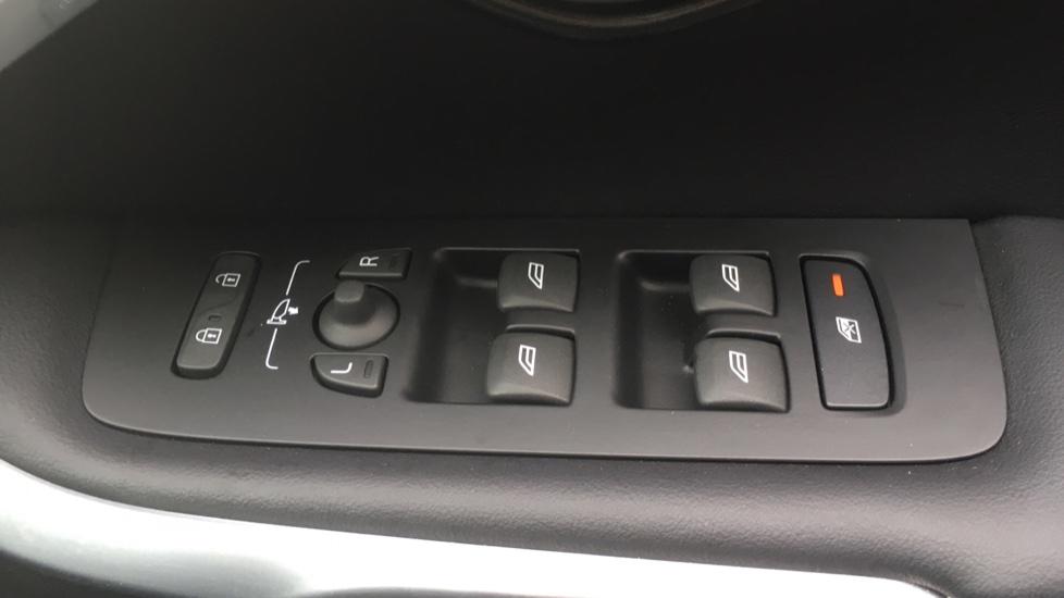 Volvo V40 T3 [152] R DESIGN Edition Geartronic - Gearshift Paddl;es, SAT NAV, DAB Radio image 11