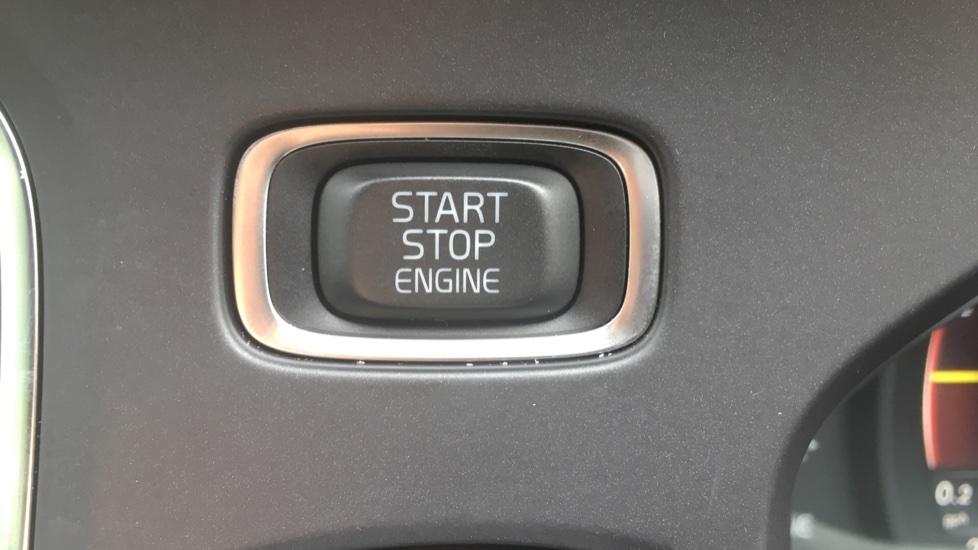 Volvo V40 T3 [152] R DESIGN Edition Geartronic - Gearshift Paddl;es, SAT NAV, DAB Radio image 16