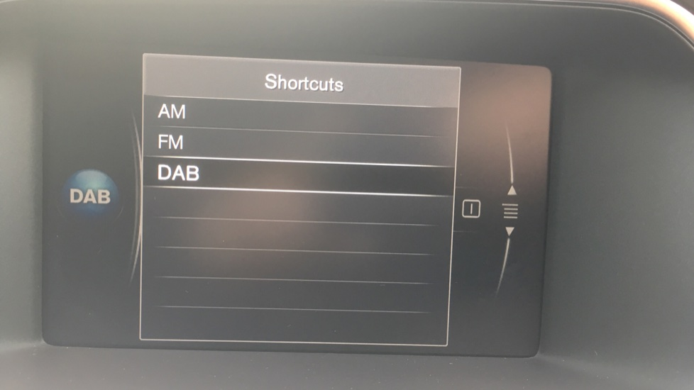 Volvo V40 T3 [152] R DESIGN Edition Geartronic - Gearshift Paddl;es, SAT NAV, DAB Radio image 18