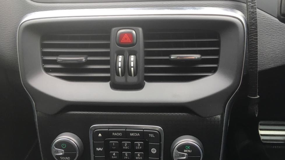 Volvo V40 T3 [152] R DESIGN Edition Geartronic - Gearshift Paddl;es, SAT NAV, DAB Radio image 21
