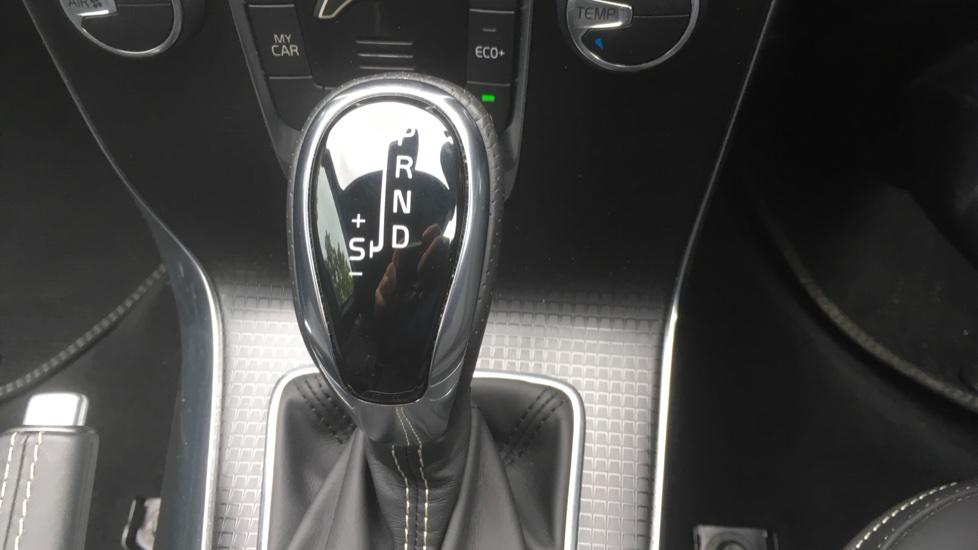 Volvo V40 T3 [152] R DESIGN Edition Geartronic - Gearshift Paddl;es, SAT NAV, DAB Radio image 23
