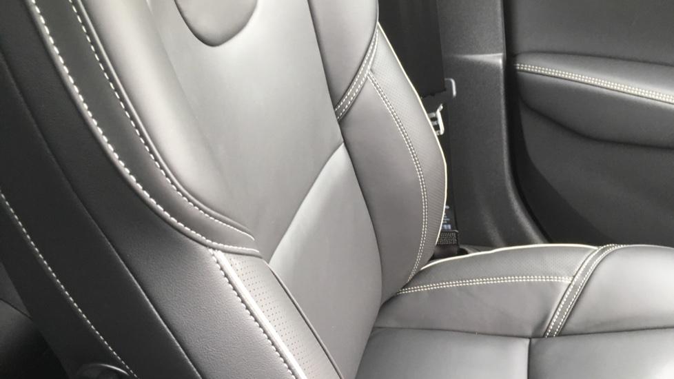 Volvo V40 T3 [152] R DESIGN Edition Geartronic - Gearshift Paddl;es, SAT NAV, DAB Radio image 25
