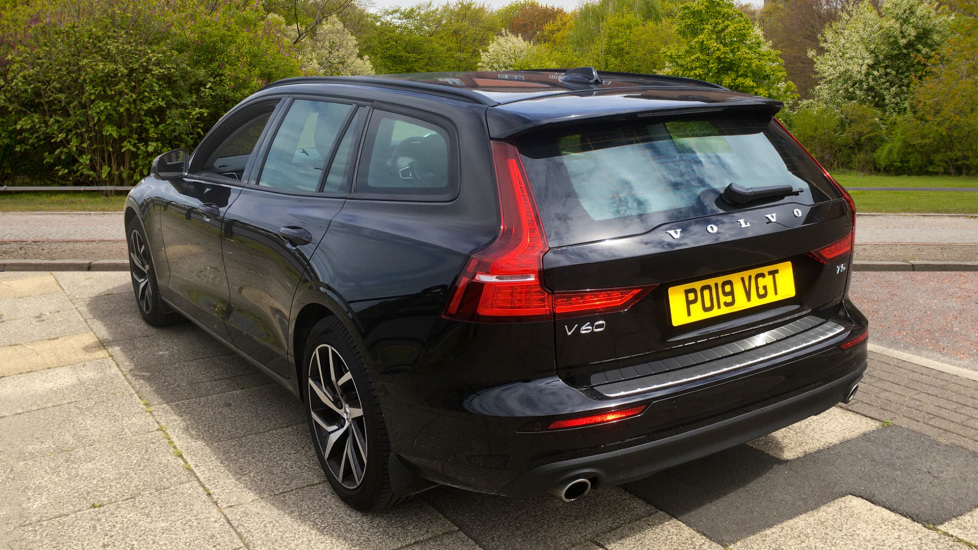 Volvo V60 2.0 T5 Momentum Pro with Power Drivers Seat, SAT NAV, Rear Park Assist image 2