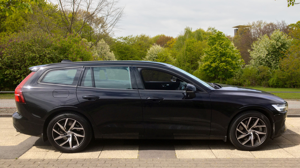 Volvo V60 2.0 T5 Momentum Pro with Power Drivers Seat, SAT NAV, Rear Park Assist image 4