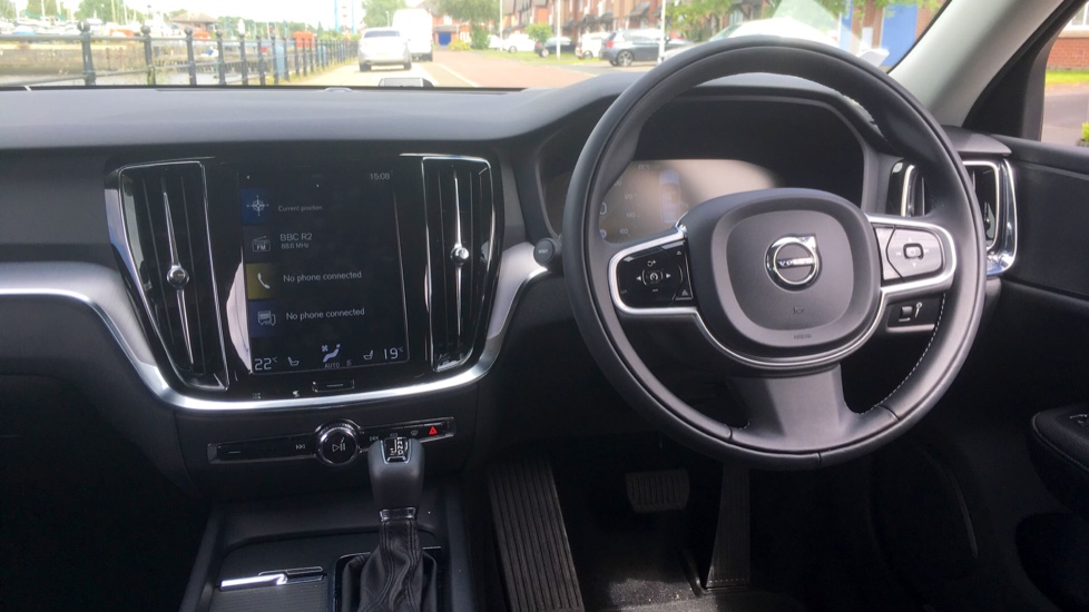 Volvo V60 2.0 T5 Momentum Pro with Power Drivers Seat, SAT NAV, Rear Park Assist image 6