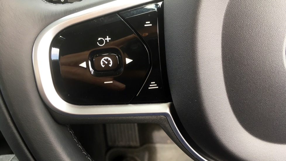 Volvo V60 2.0 T5 Momentum Pro with Power Drivers Seat, SAT NAV, Rear Park Assist image 15