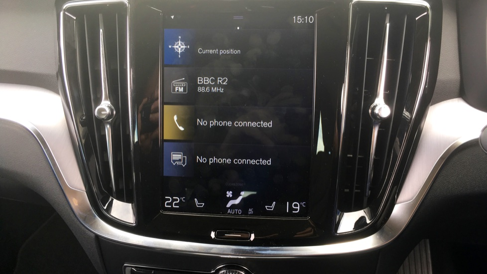 Volvo V60 2.0 T5 Momentum Pro with Power Drivers Seat, SAT NAV, Rear Park Assist image 17