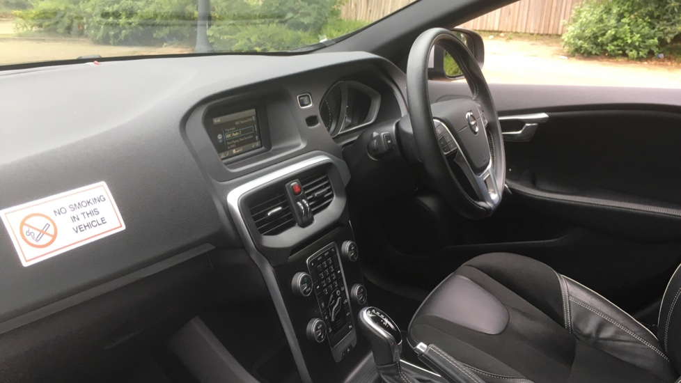 Volvo V40 T3 [152] R DESIGN Geartronic with Winter Pack and Rear Park Assist image 3