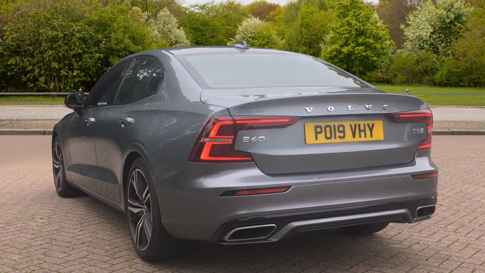 Volvo S60 2.0 T5 R DESIGN Edition - Panoramic Glass Roof and Volvo on Call image 2