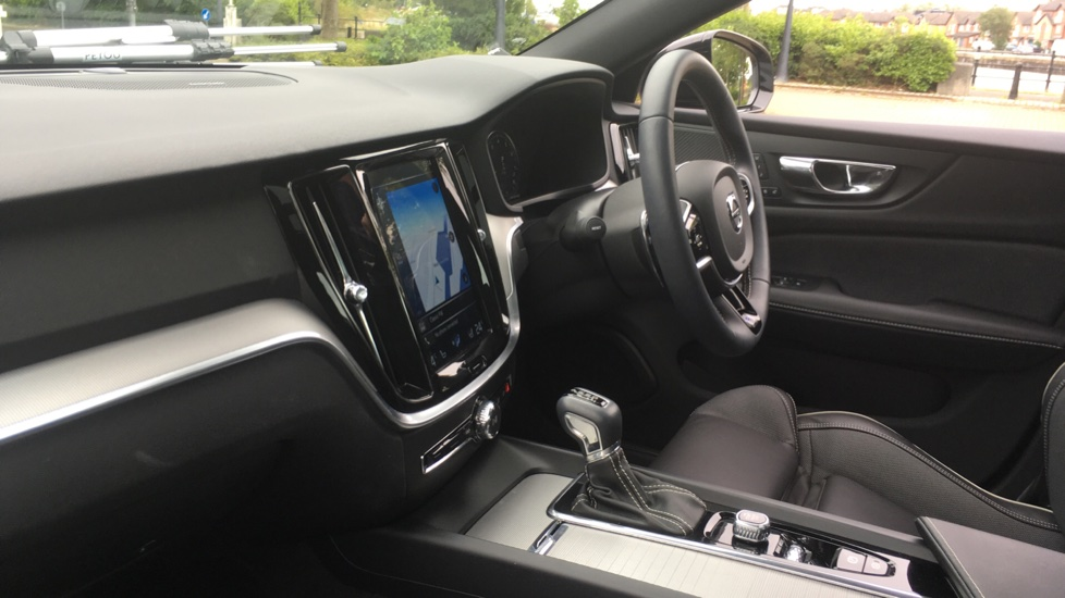 Volvo S60 2.0 T5 R DESIGN Edition - Panoramic Glass Roof and Volvo on Call image 3