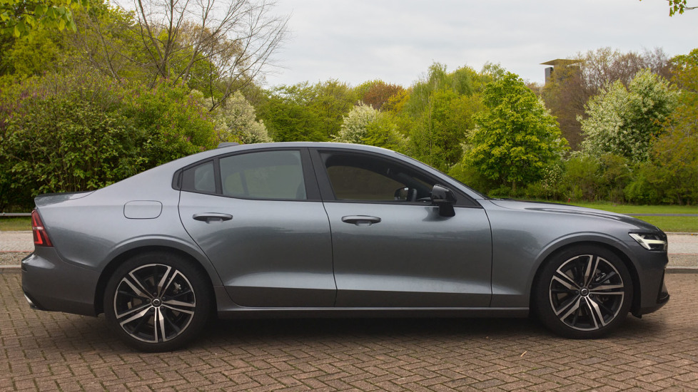 Volvo S60 2.0 T5 R DESIGN Edition - Panoramic Glass Roof and Volvo on Call image 4