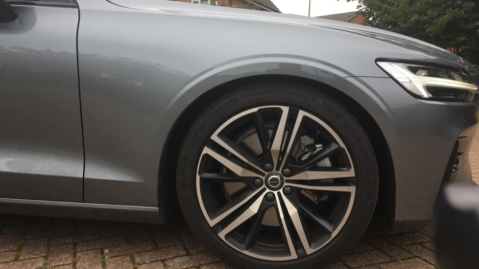 Volvo S60 2.0 T5 R DESIGN Edition - Panoramic Glass Roof and Volvo on Call image 5
