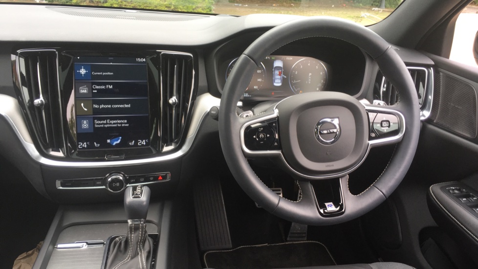 Volvo S60 2.0 T5 R DESIGN Edition - Panoramic Glass Roof and Volvo on Call image 6