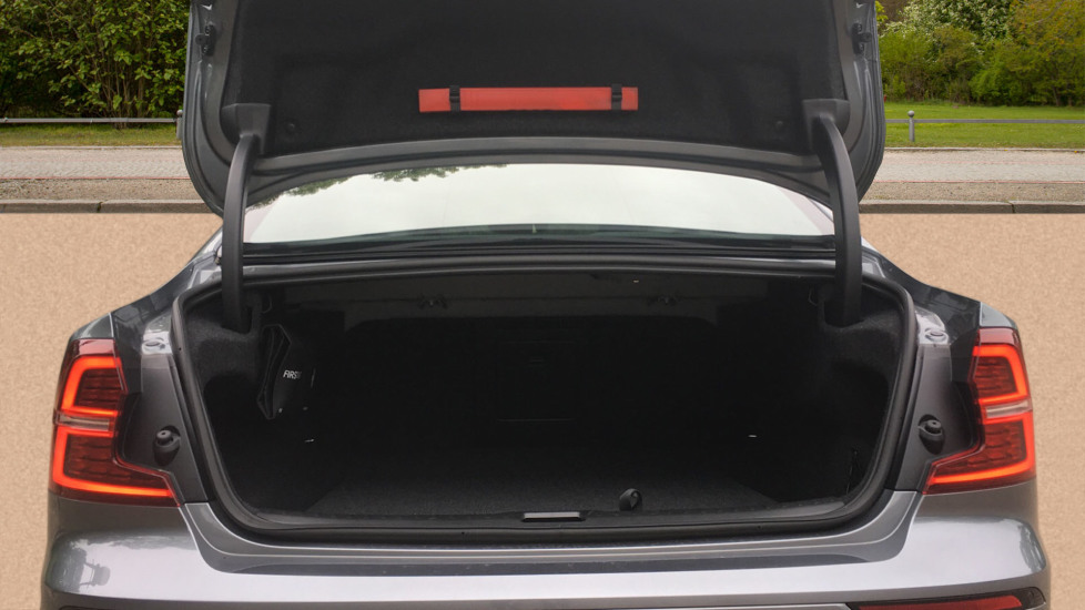 Volvo S60 2.0 T5 R DESIGN Edition - Panoramic Glass Roof and Volvo on Call image 8