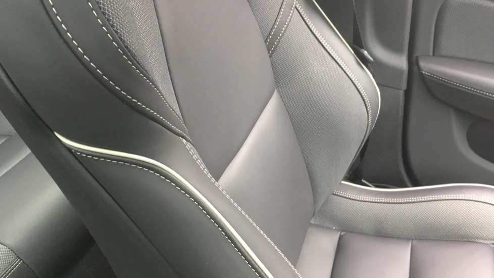 Volvo S60 2.0 T5 R DESIGN Edition - Panoramic Glass Roof and Volvo on Call image 28