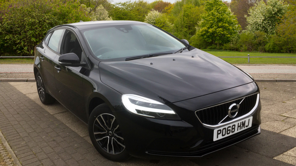 Volvo V40 D2 [120] Momentum with Bluetooth and DAB Radio 2.0 Diesel 5 door Hatchback (2018) image