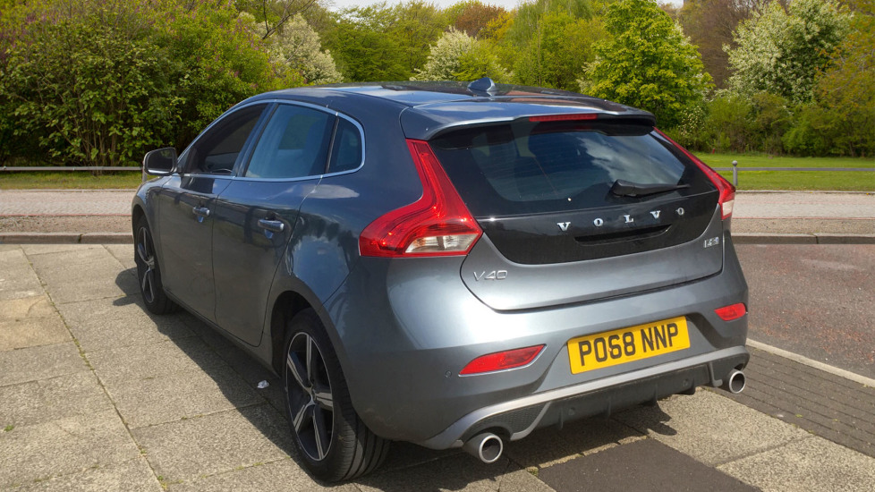 Volvo V40 D2 [120] R DESIGN 5dr with Rear Park Assist and Nappa leather image 2
