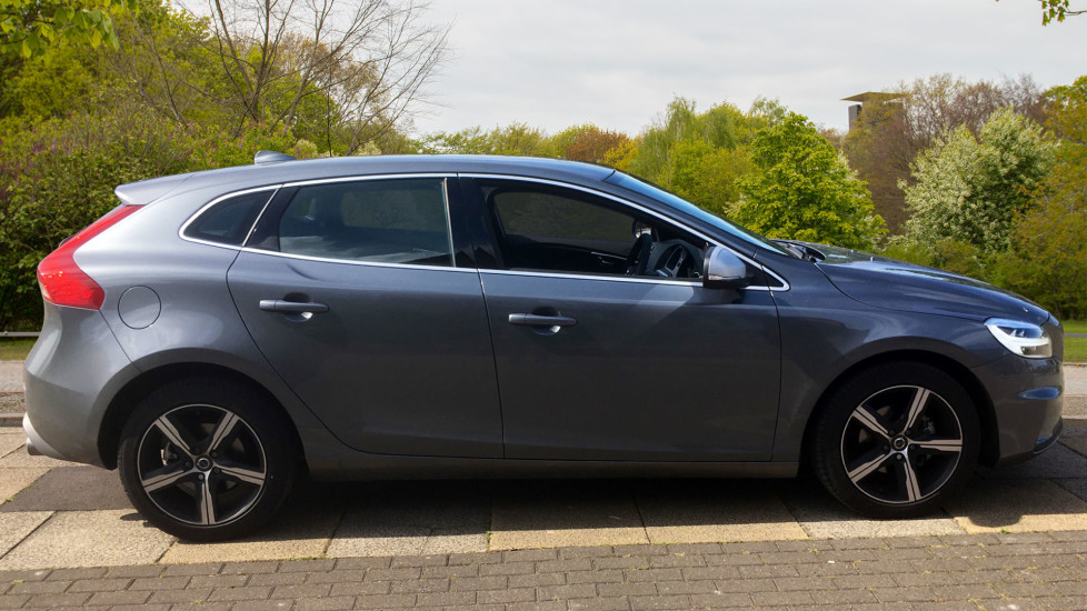 Volvo V40 D2 [120] R DESIGN 5dr with Rear Park Assist and Nappa leather image 4