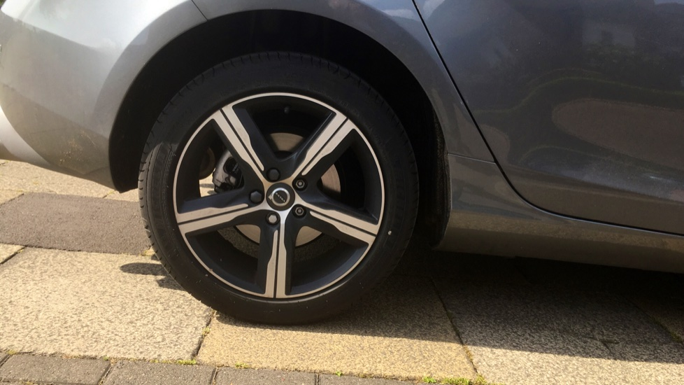 Volvo V40 D2 [120] R DESIGN 5dr with Rear Park Assist and Nappa leather image 5