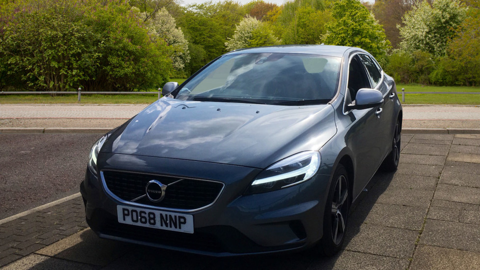 Volvo V40 D2 [120] R DESIGN 5dr with Rear Park Assist and Nappa leather image 9