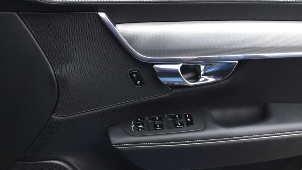 Volvo V90 2.0 D5 PowerPulse R DESIGN 5dr AWD Geartronic image 16