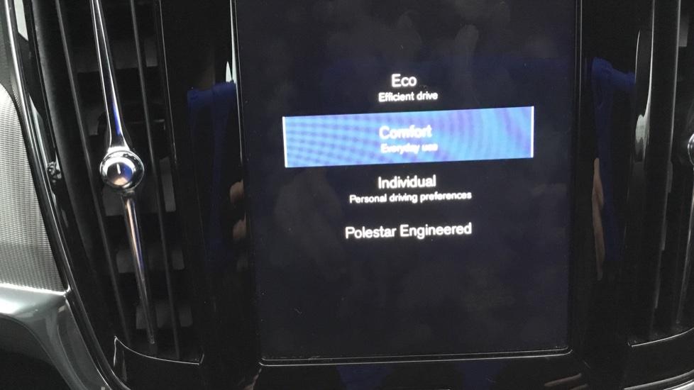 Volvo V90 2.0 D5 PowerPulse R DESIGN 5dr AWD Geartronic image 25
