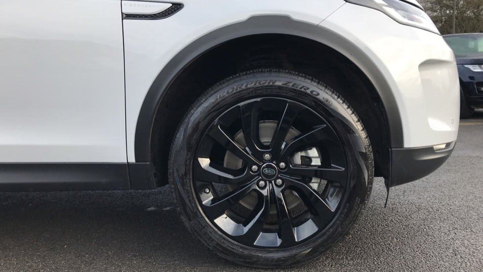 Land Rover Discovery Sport 2.0 D180 S 5dr image 8