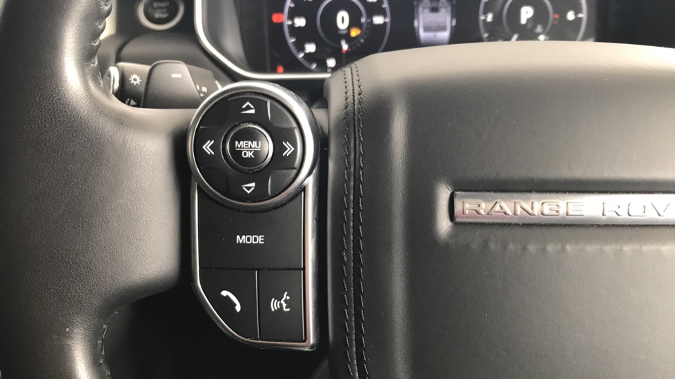Land Rover Range Rover 3.0 SDV6 Vogue 4dr rear camera and sliding pan roof image 16