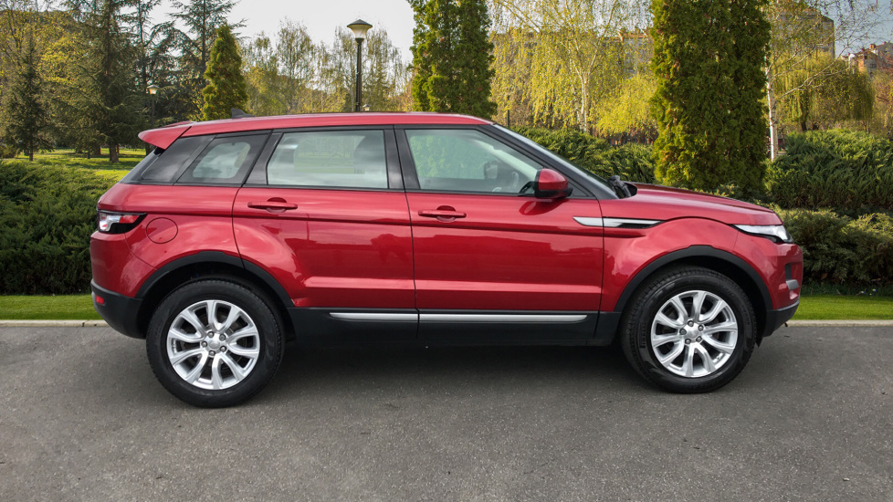 Land Rover Range Rover Evoque 2.2 eD4 Pure 5dr [Tech Pack] 2WD image 5
