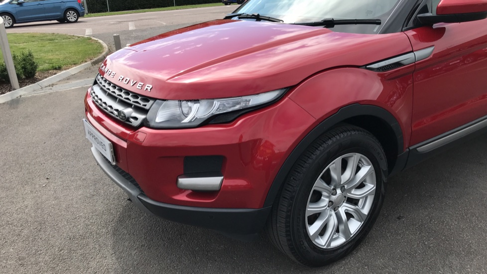 Land Rover Range Rover Evoque 2.2 eD4 Pure 5dr [Tech Pack] 2WD image 16