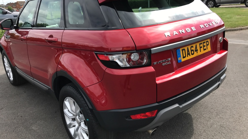 Land Rover Range Rover Evoque 2.2 eD4 Pure 5dr [Tech Pack] 2WD image 17