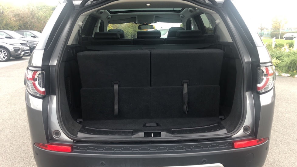Land Rover Discovery Sport 2.0 TD4 180 HSE 5dr image 18