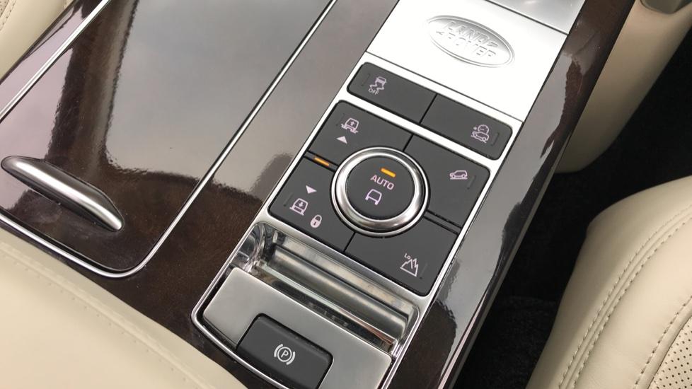 Land Rover Range Rover 3.0 SDV6 Autobiography 4dr image 19