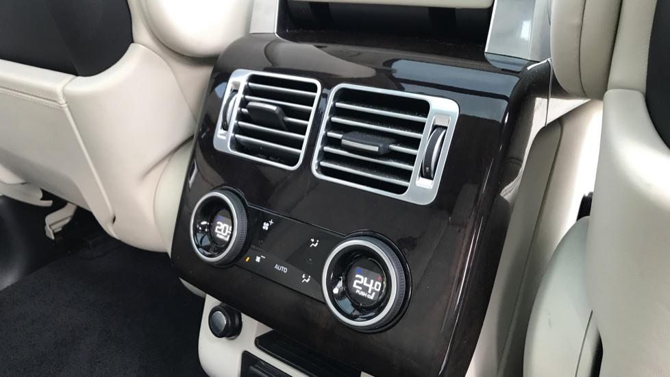 Land Rover Range Rover 3.0 SDV6 Autobiography 4dr image 26