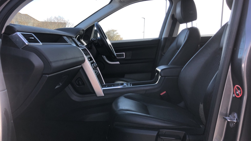 Land Rover Discovery Sport 2.0 TD4 180 SE 5dr image 3