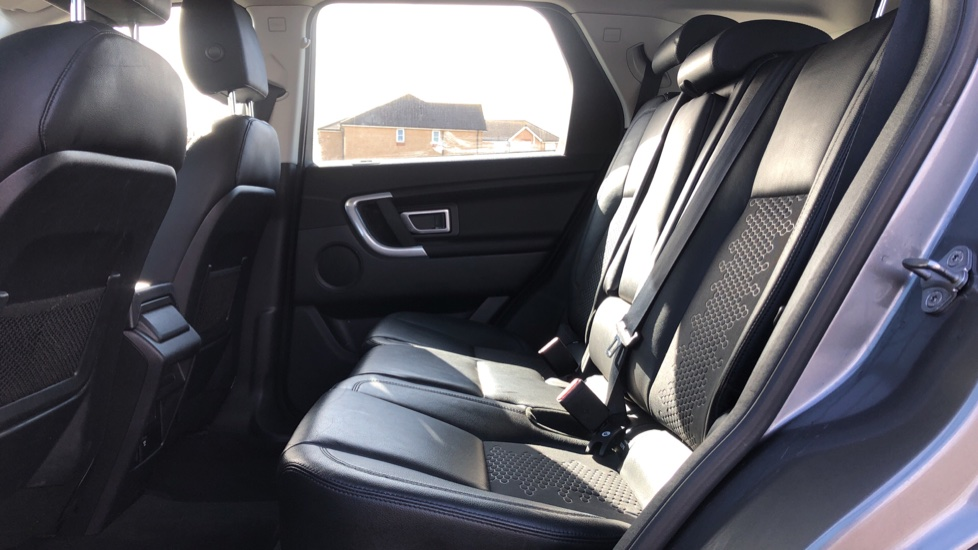 Land Rover Discovery Sport 2.0 TD4 180 SE 5dr image 4