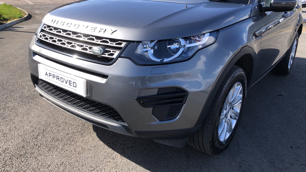 Land Rover Discovery Sport 2.0 TD4 180 SE 5dr image 15