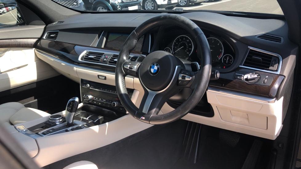 BMW 5 Series 530d M Sport Step image 9