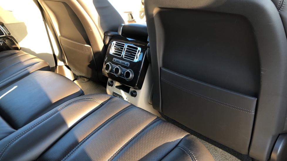 Land Rover Range Rover 3.0 TDV6 Vogue 4dr image 21