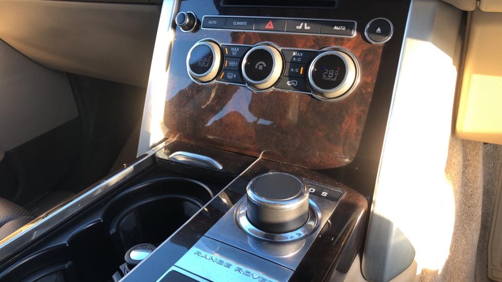 Land Rover Range Rover 3.0 TDV6 Vogue 4dr image 30