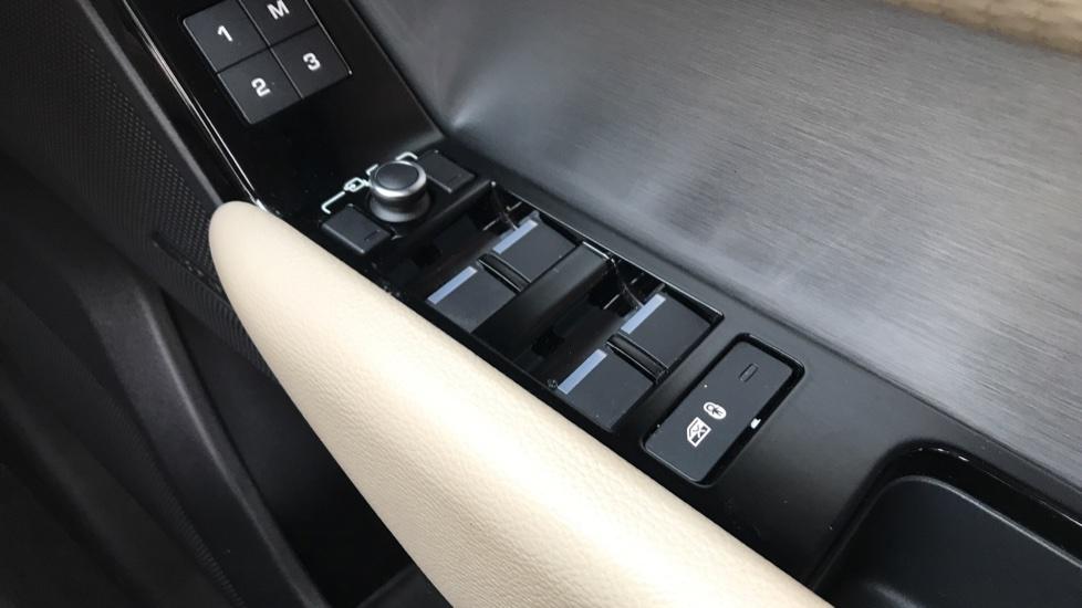 Land Rover Range Rover Velar 2.0 D240 R-Dynamic S 5dr image 19
