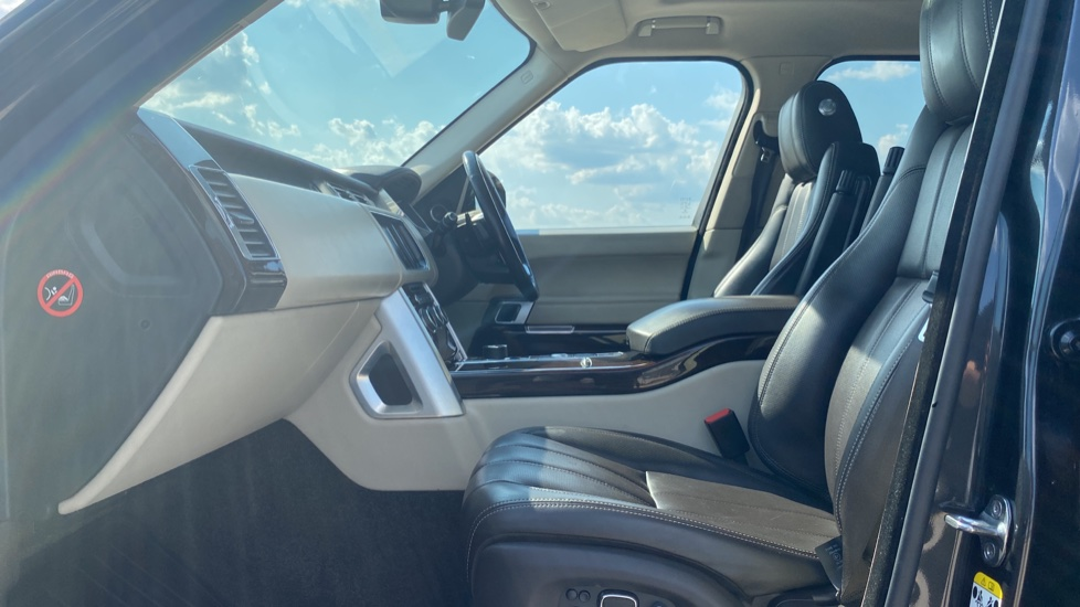 Land Rover Range Rover 3.0 TDV6 Vogue SE 4dr - Privacy glass, Meridian Surround Sound System, Rear Camera image 3