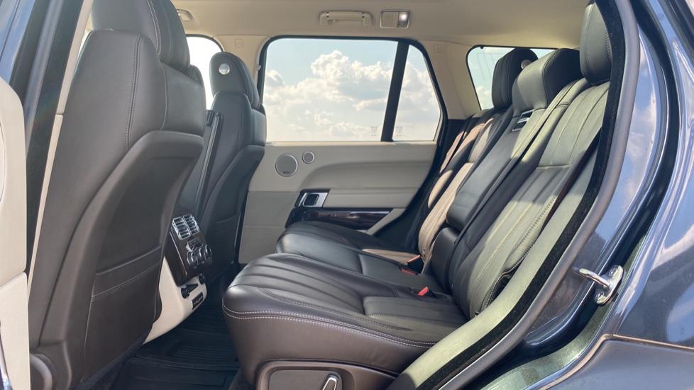 Land Rover Range Rover 3.0 TDV6 Vogue SE 4dr - Privacy glass, Meridian Surround Sound System, Rear Camera image 4