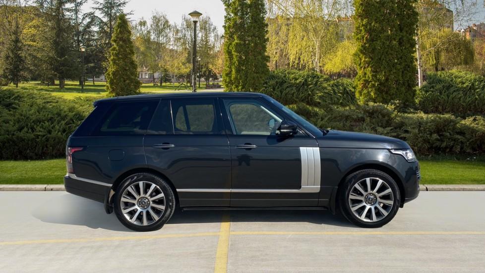 Land Rover Range Rover 3.0 TDV6 Vogue SE 4dr - Privacy glass, Meridian Surround Sound System, Rear Camera image 5
