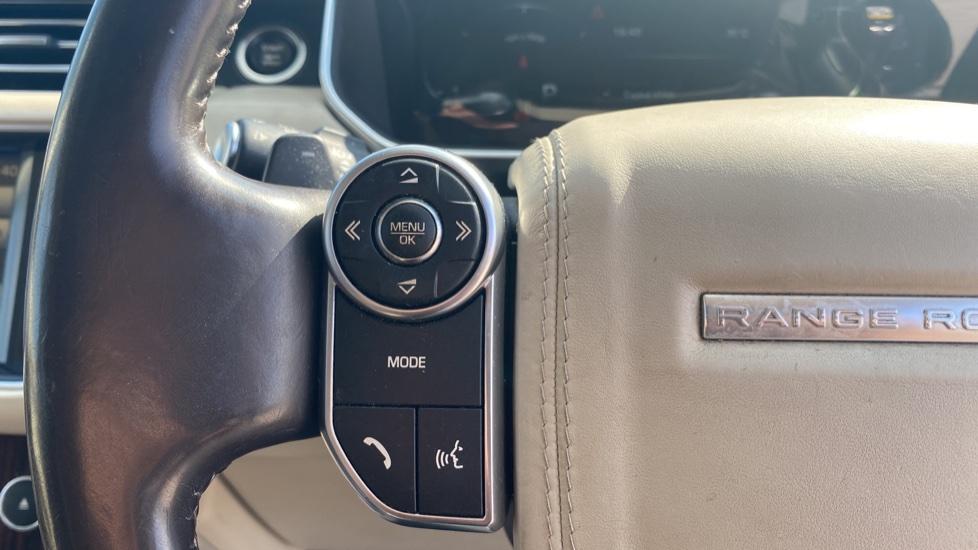 Land Rover Range Rover 3.0 TDV6 Vogue SE 4dr - Privacy glass, Meridian Surround Sound System, Rear Camera image 11
