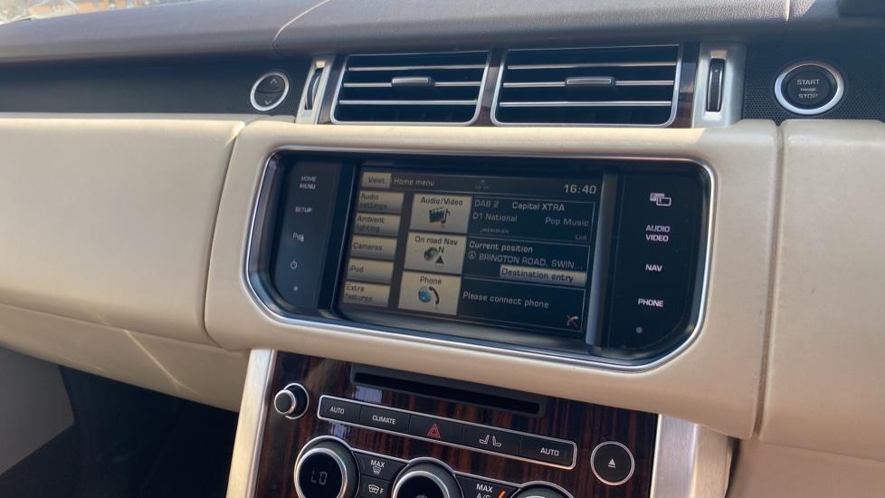 Land Rover Range Rover 3.0 TDV6 Vogue SE 4dr - Privacy glass, Meridian Surround Sound System, Rear Camera image 14