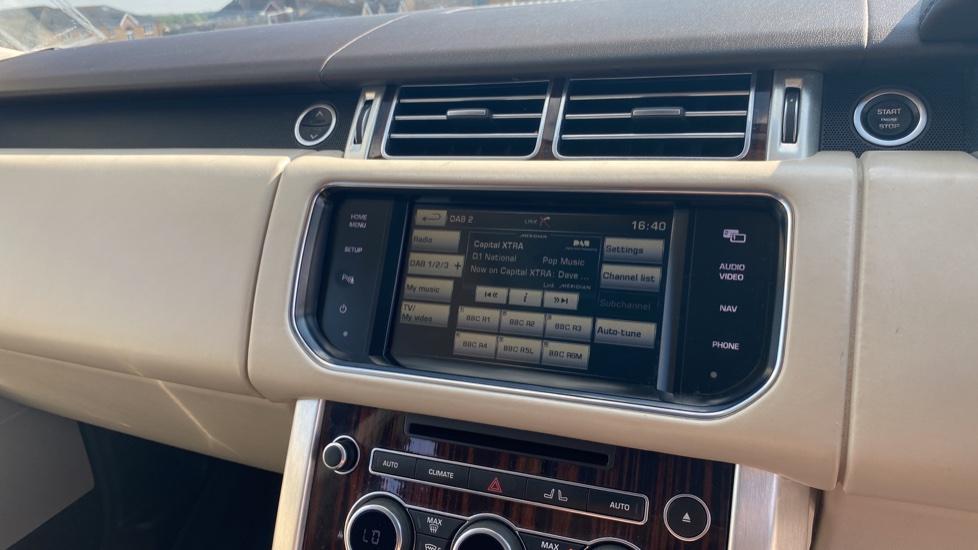 Land Rover Range Rover 3.0 TDV6 Vogue SE 4dr - Privacy glass, Meridian Surround Sound System, Rear Camera image 15
