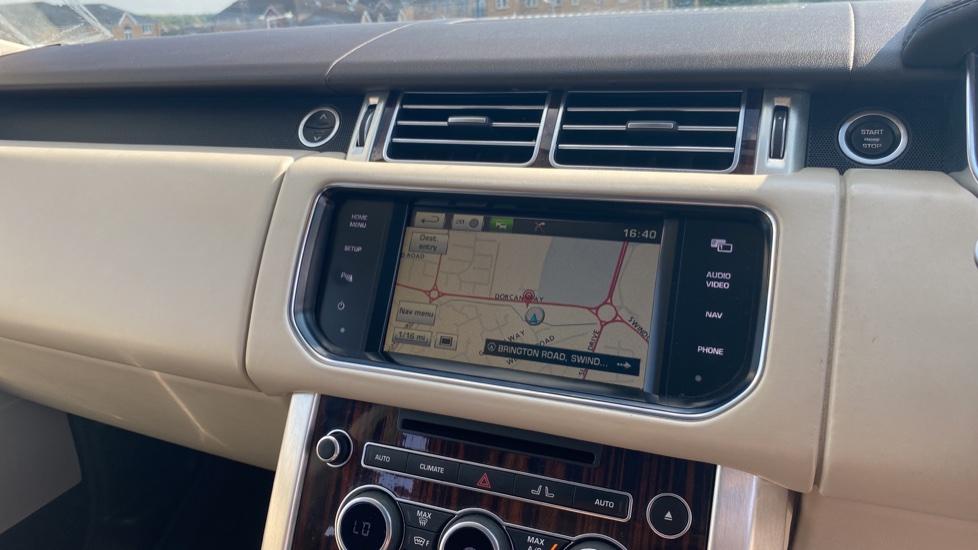 Land Rover Range Rover 3.0 TDV6 Vogue SE 4dr - Privacy glass, Meridian Surround Sound System, Rear Camera image 16