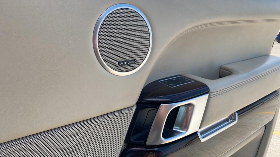 Land Rover Range Rover 3.0 TDV6 Vogue SE 4dr - Privacy glass, Meridian Surround Sound System, Rear Camera image 18