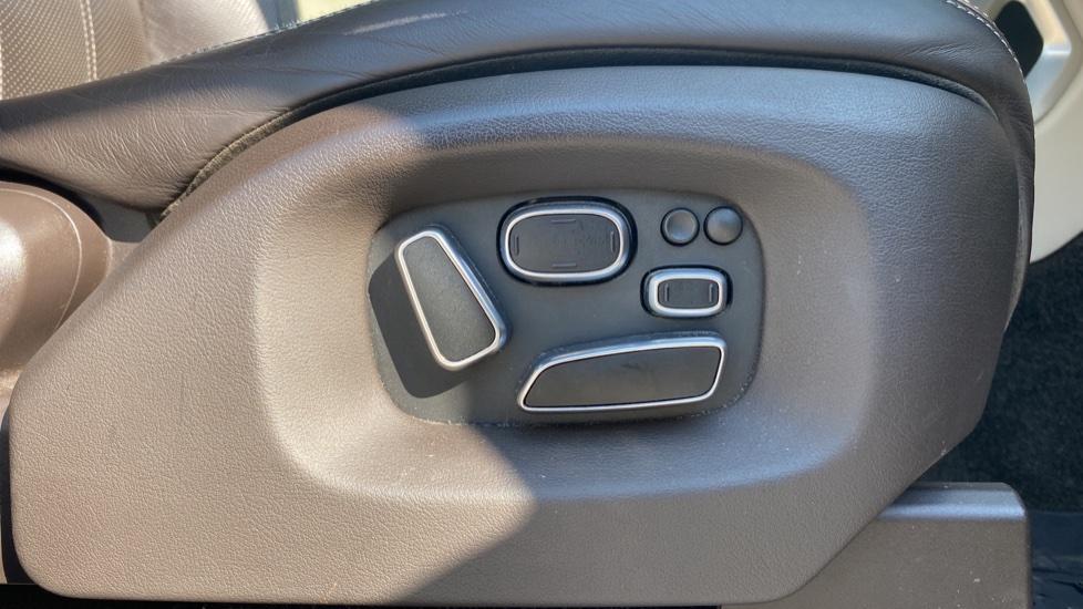 Land Rover Range Rover 3.0 TDV6 Vogue SE 4dr - Privacy glass, Meridian Surround Sound System, Rear Camera image 19